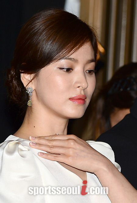 Song Hye Kyo khoe sắc tại LHP Cannes - 5
