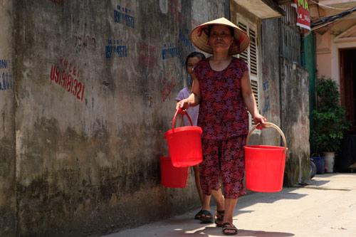 Dân Thủ đô nhịn tắm, ăn cháo vì mất nước - 2