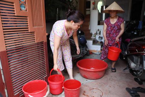Dân Thủ đô nhịn tắm, ăn cháo vì mất nước - 1