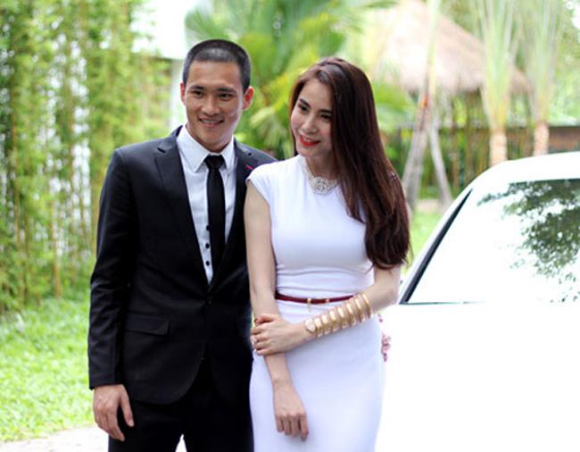 Công Vinh - Thủy Tiên là một cặp đôi đẹp trong làng giải trí Việt. Cuộc sống màu hồng của cặp đôi này khiến nhiều người phải ghen tỵ.