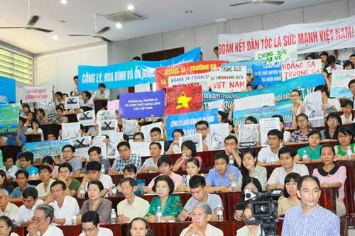 Tri thức TP.HCM mít tinh phản đối Trung Quốc - 1