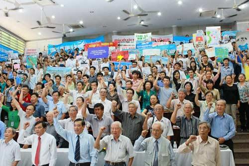 Tri thức TP.HCM mít tinh phản đối Trung Quốc - 3