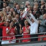 Bóng đá - Arsenal giải cơn khát danh hiệu, Wenger tắm sâm-panh