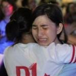 Bạn trẻ - Cuộc sống - HS Lê Hồng Phong nức nở trong lễ trưởng thành
