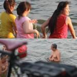 Tin tức trong ngày - Chùm ảnh: Người Hà Nội tắm sông, hồ giải nhiệt