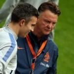 Bóng đá - Persie có thể lấy băng đội trưởng của Rooney