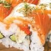 Chủ Nhật đãi cả nhà món sushi cá hồi xoài, bơ