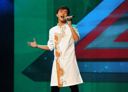 2 chàng trai làm trái quy định của X Factor - 14