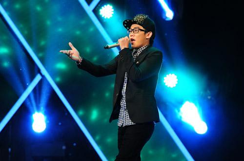 2 chàng trai làm trái quy định của X Factor - 7