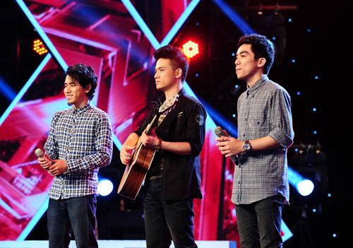 2 chàng trai làm trái quy định của X Factor - 10