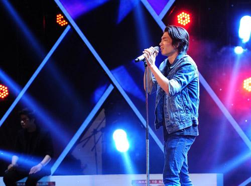 2 chàng trai làm trái quy định của X Factor - 1