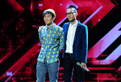 2 chàng trai làm trái quy định của X Factor - 9