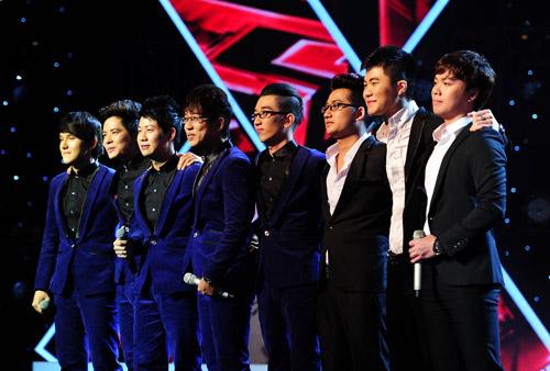 2 chàng trai làm trái quy định của X Factor - 13