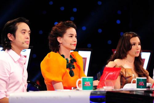 2 chàng trai làm trái quy định của X Factor - 3