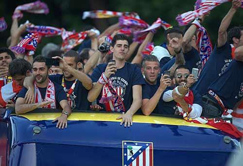 Diễu hành mừng công, Atletico phủ đỏ Madrid - 2