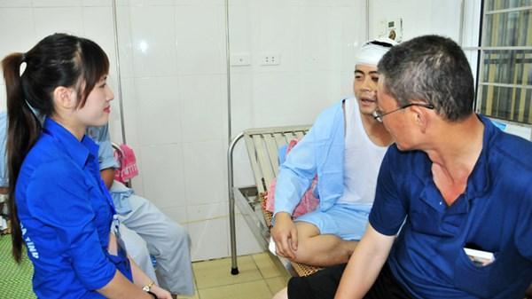 SV tình nguyện chăm sóc công nhân Trung Quốc - 1