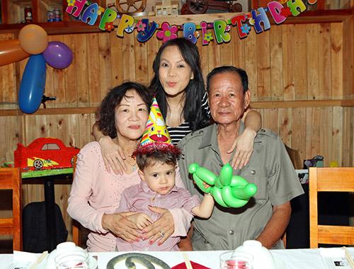 Việt Hương khoe con trai nuôi lai Tây - 10
