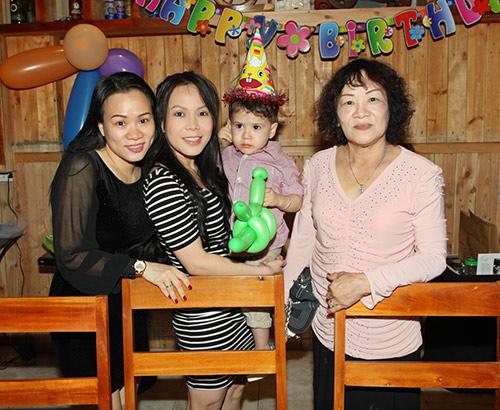 Việt Hương khoe con trai nuôi lai Tây - 11