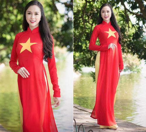 Người đẹp Việt mặc áo dài cờ đỏ sao vàng hát Quốc ca - 2