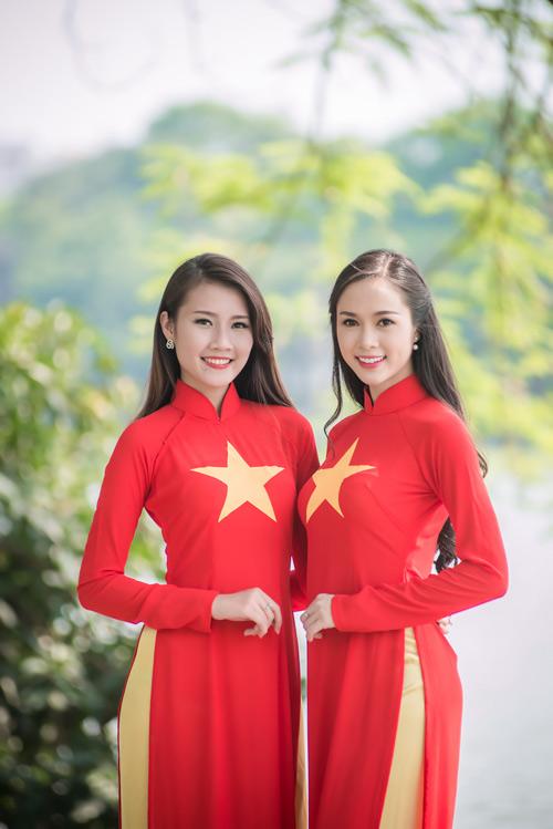 Người đẹp Việt mặc áo dài cờ đỏ sao vàng hát Quốc ca - 4