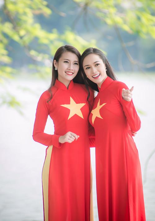 Người đẹp Việt mặc áo dài cờ đỏ sao vàng hát Quốc ca - 5