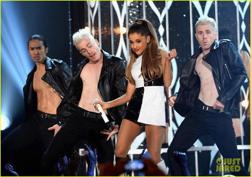Tiết mục váy ngắn gây bão Giải âm nhạc Billboard - 2