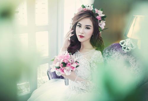 Hot girl Kelly đẹp mơ màng với váy cô dâu - 1