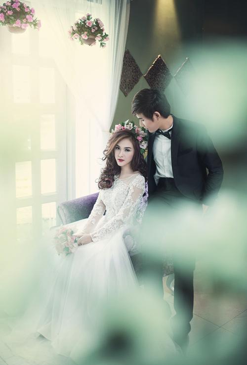Hot girl Kelly đẹp mơ màng với váy cô dâu - 3