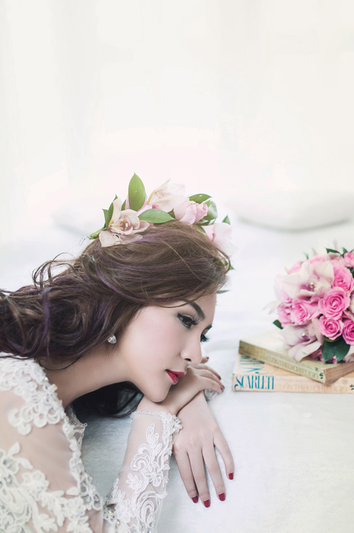 Hot girl Kelly đẹp mơ màng với váy cô dâu - 4