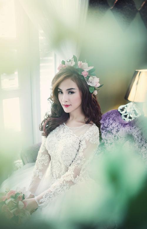 Hot girl Kelly đẹp mơ màng với váy cô dâu - 6