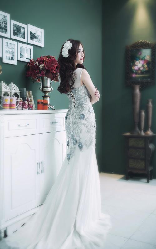Hot girl Kelly đẹp mơ màng với váy cô dâu - 10
