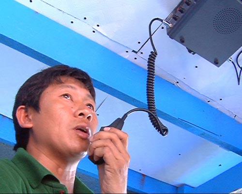 Tàu Trung Quốc rượt đuổi, táo tợn tấn công ngư dân VN - 3
