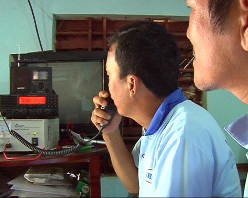 Tàu Trung Quốc rượt đuổi, táo tợn tấn công ngư dân VN - 4