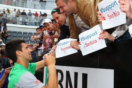 """Djokovic gửi lời """"trái tim"""" sau khi vô địch Rome Masters - 2"""