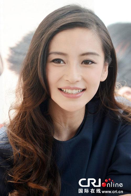 Angelababy không ngại sống với bố mẹ Huỳnh Hiểu Minh - 12