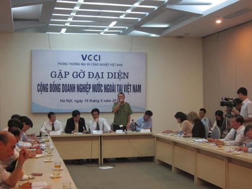 Đề xuất hỗ trợ lương cho công nhân sau vụ gây rối KCN - 1