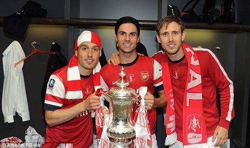 Arsenal và MU đại chiến vì Fabregas - 2