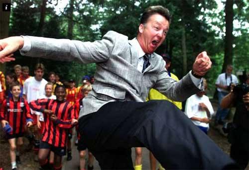 MU chọn Van Gaal: Canh bạc mạo hiểm - 2
