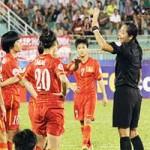 """Bóng đá - Nghi vấn trọng tài Thái """"làm khó"""" ĐT nữ Việt Nam"""