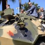 Phim - 17 siêu sao hành động cưỡi xe tăng lên thảm đỏ Cannes
