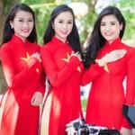 Thời trang - Người đẹp Việt mặc áo dài cờ đỏ sao vàng hát Quốc ca