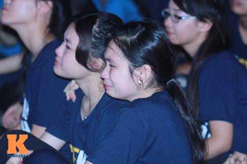 Học trò trường Ams bật khóc trong đêm chia tay - 1