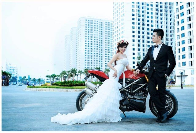 Ảnh cưới của Mai Thỏ và chú rể mê tốc độ