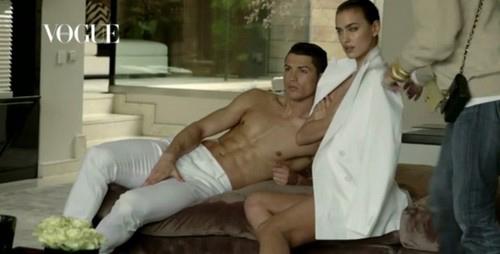 Ronaldo khoe cơ bắp cuồn cuộn bên bạn gái - 4