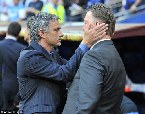 Mourinho ghen tỵ với Van Gaal - 1