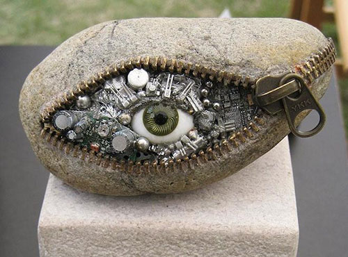 Những hòn đá biến thành đồ vật thật đến khó tin - 1