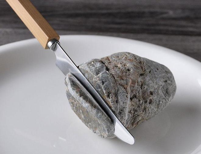 Những hòn đá biến thành đồ vật thật đến khó tin - 3