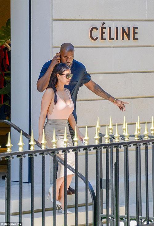 Người mẫu Pháp hồn nhiên lộ ngực tại Cannes 2014 - 11