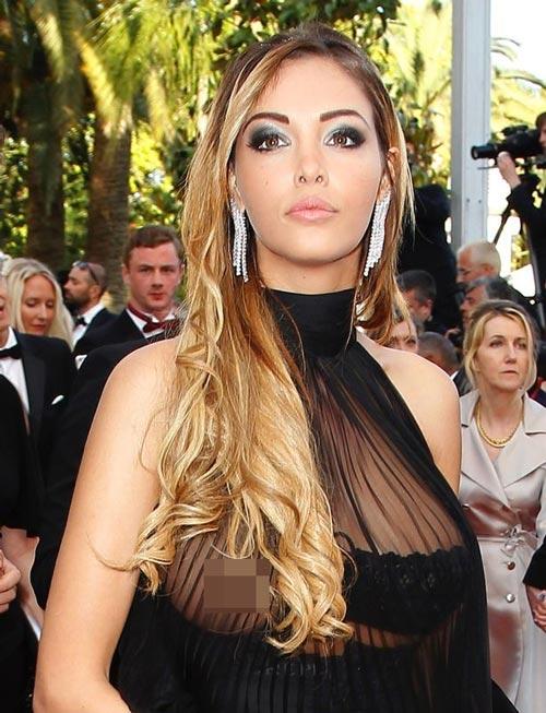 Người mẫu Pháp hồn nhiên lộ ngực tại Cannes 2014 - 1