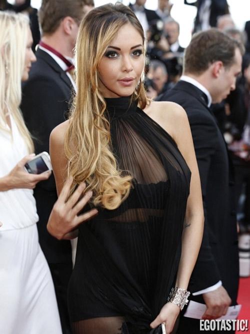 Người mẫu Pháp hồn nhiên lộ ngực tại Cannes 2014 - 3